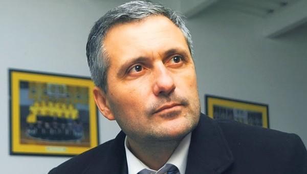 Eski idari menajer Aziz Yıldırım'a patladı