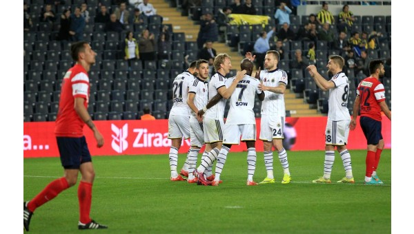 Fenerbahçe 4'ledi ve yarı finale yükseldi!