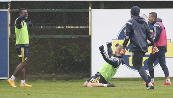 Fenerbahçe, 7 eksikle çalıştı