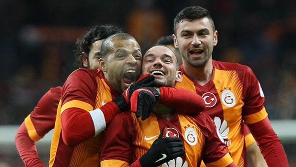 Galatasaray'da Burak ve Sneijder'den iyi haber