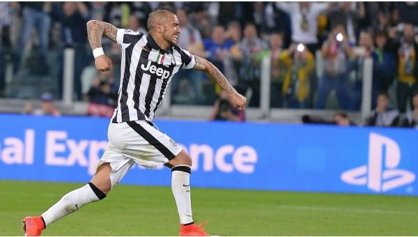 Juventus'lu iki taraftardan striptiz sözü