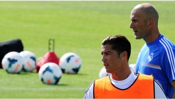 Zidane, Ronaldo'yu övdü