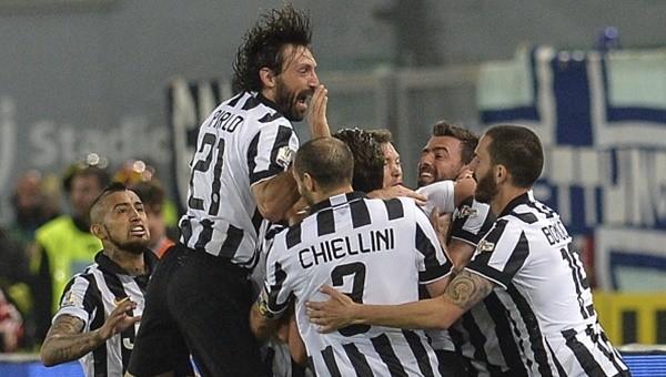 Juventus kupaları toplamaya devam ediyor! 20 yıl sonra...