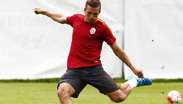 Lukas Podolski'nin şutu kaleciyi yaraladı