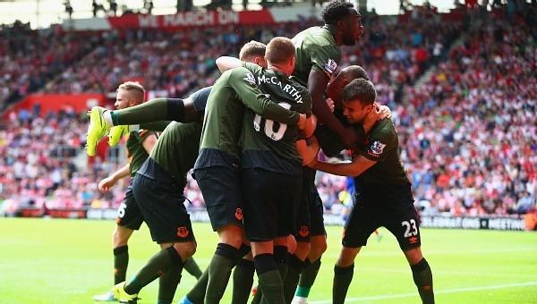 Everton rakibini deplasmanda dağıttı