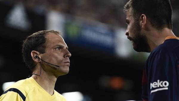 Küfür eden Pique'ye 4 maç ceza