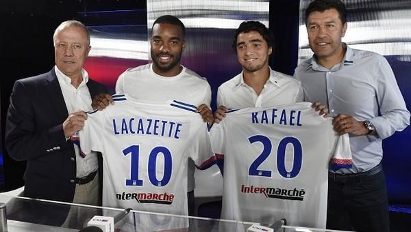 Lacazette Lyon'da kaldı
