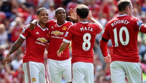 Manchester United galibiyetle başladı