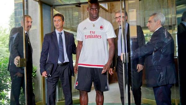 Mario Balotelli yeniden Milan'da