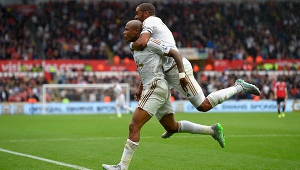 Swansea Van Gaal'e mağlubiyeti tattırdı