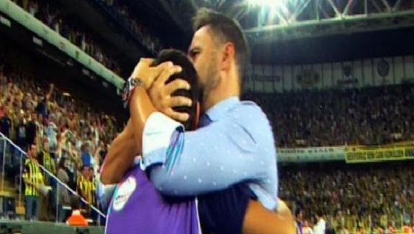 Vitor Pereira'nın top toplayıcı çocukla sevinci