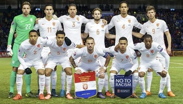 Sneijder Hollanda'yı sırtlıyor