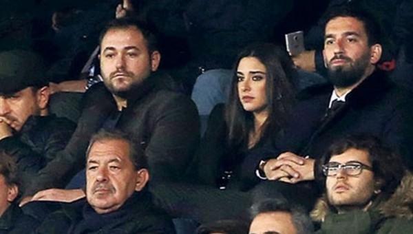 Arda Turan ve Aslıhan Doğan maçı izledi