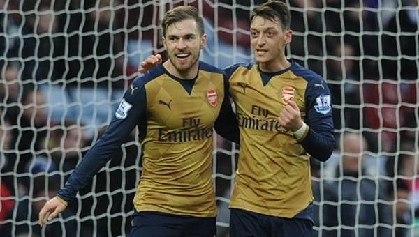 Asist kralı Mesut, Arsenal'i zirveye taşıdı!