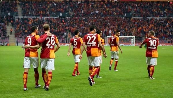 Galatasaray savunmaya çözüm bulamıyor!