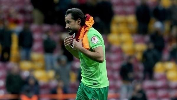Galatasaray taraftarları Hasan Kabze'yi tribüne çağırdı