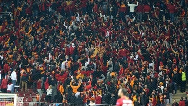 Galatasaray tribünlerinden yönetime yoğun tepki