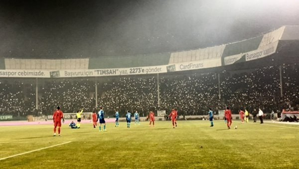 Hamzaoğlu'na alkış, Başkana protesto!