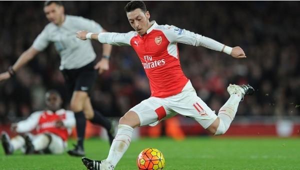 Mesut Özil, Henry'nin rekorunun peşinde