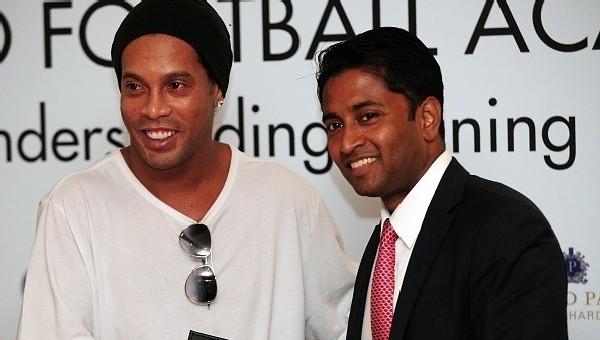 Ronaldinho'yu transfer ettik dediler, dünyayı kandırdılar!
