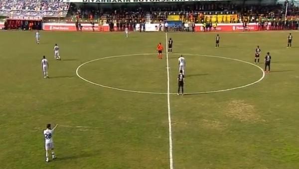 Amedspor'dan maçın başında OLAY protesto