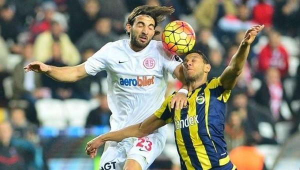 Fenerbahçe maçında Nuri Alço şarkısı