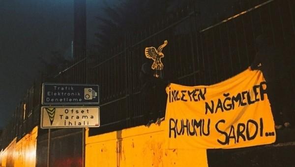 Fenerbahçe taraftarları Beşiktaş'ın tesislerine pankart astı - Süper Lig Haberleri