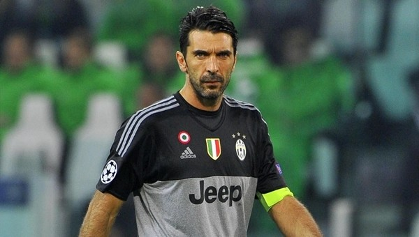 Gianluigi Buffon, İtalya'da rekora koşuyor