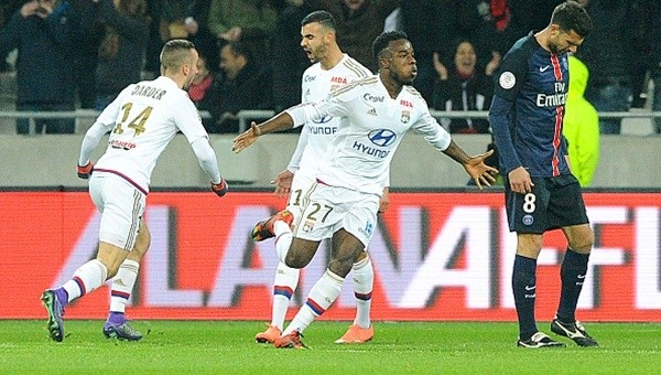 Lyon kusursuz seriyi bozdu!
