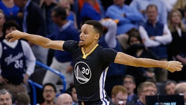 Stephen Curry, 3'lük rekorunu egale etti