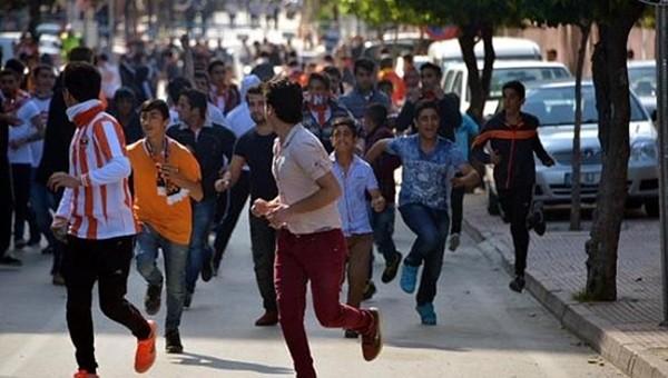 Adana derbisi sonrası bıçaklı kavga!