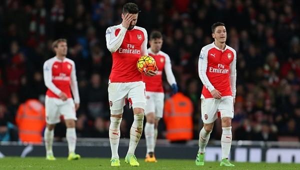 Arsenal'e şampiyonluk yolunda ağır darbe