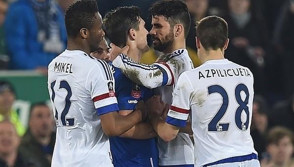 Diego Costa, Gareth Barry'yi ısırdı mı?