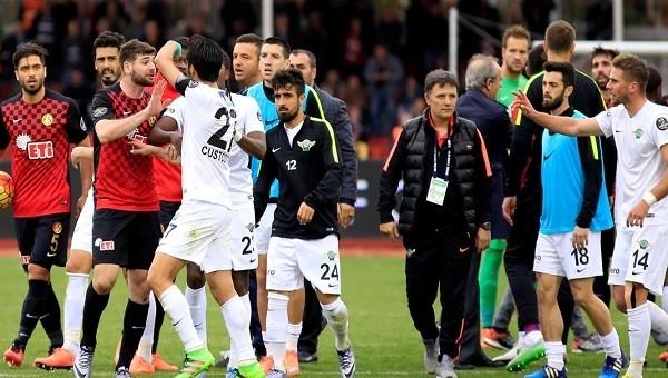 Eskişehir'de olaylı maç! Ortalık karıştı
