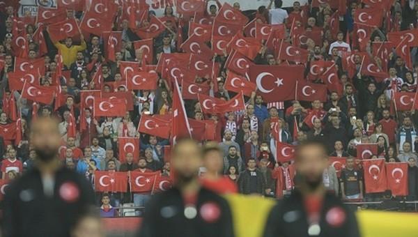 Milli Takım taraftarından Volkan Babacan'a destek