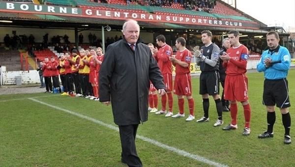 Ronnie McFall, Alex Ferguson'ın rekorunu kırdı