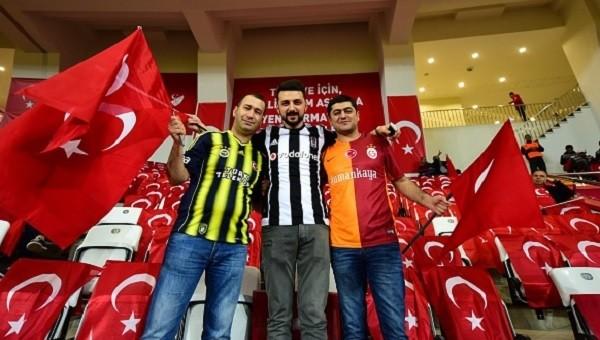 Türkiye-İsveç maçında 'Mustafa Kemal' sesleri...