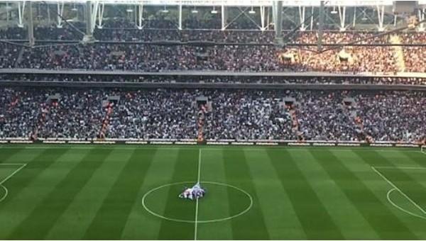 Vodafone Arena'da laiklik tezahüratı - İZLE