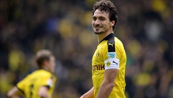 Borussia Dortmund taraftarından Hummels'e şok pankart!