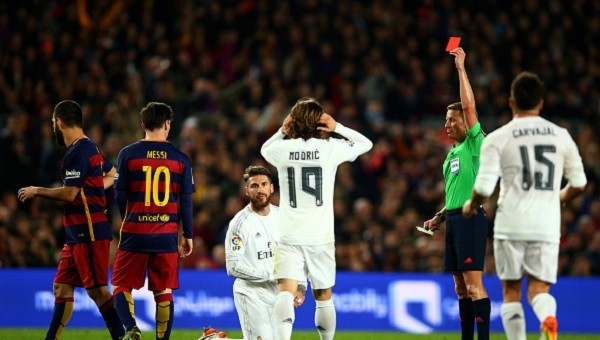 El Clasico'da Real Madrid'e hakem darbesi