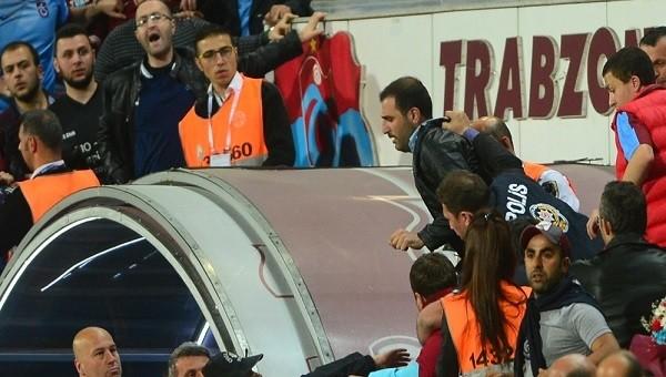 Fenerbahçe bayrağını direkten indirdiler