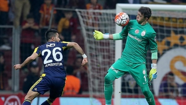 Fernando Muslera derbide Galatasaray tarihine geçti - Süper Lig Haberleri