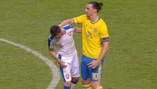 Ibrahimovic'ten Tomas Sivok'a ŞOK hareket! İZLE