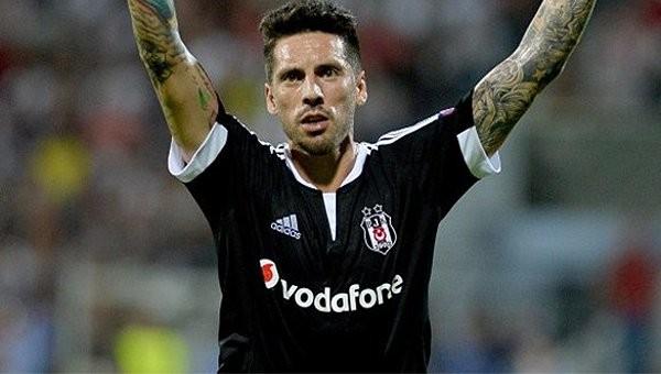 Beşiktaş Haberleri: Jose Sosa kararını verdi