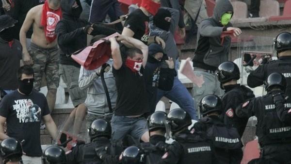 Kızılyıldız - Partizan derbisinde savaş çıktı - Dünyadan Futbol Haberleri