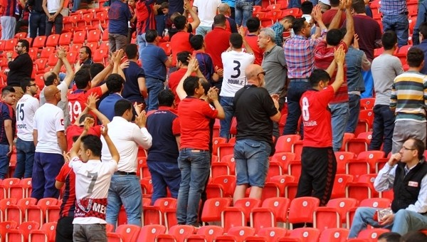 Mersin İdmanyurdu taraftarları çileden çıktı - Süper Lig Haberleri
