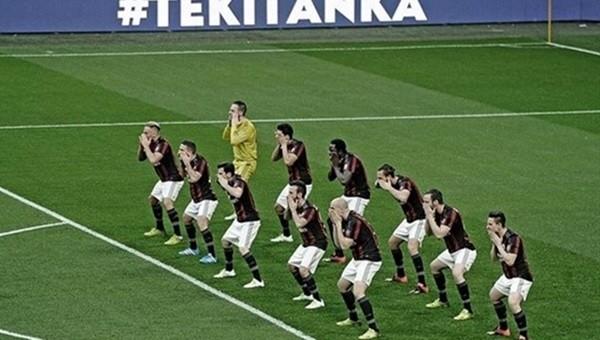 Milanlı futbolcular Carpi maçı öncesi Haka dansı yaptı - İZLE