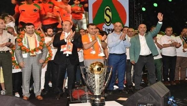 Alanyaspor Transfer Haberleri: Mevlüt Çavuşoğlu'ndan Emre Akbaba açıklaması