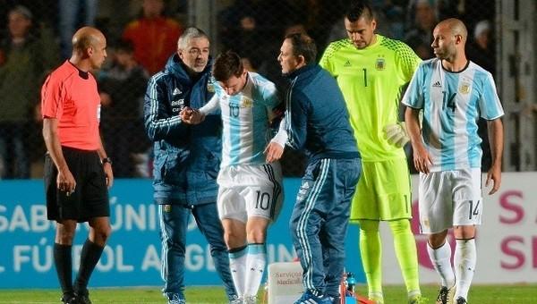 Lionel Messi, Arjantin maçında sakatlandı