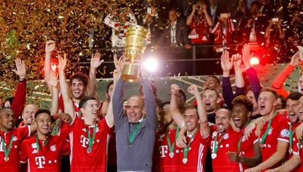 Bayern Münih, Almanya Kupası'nı müzesine götürdü